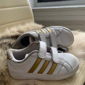 Adidas girls gold sz 10